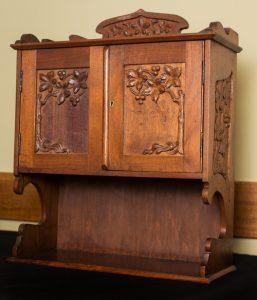 Cabinet.